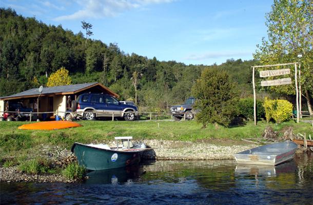 Maull n de pesca en el r o salvaje for Wild river motor lodge